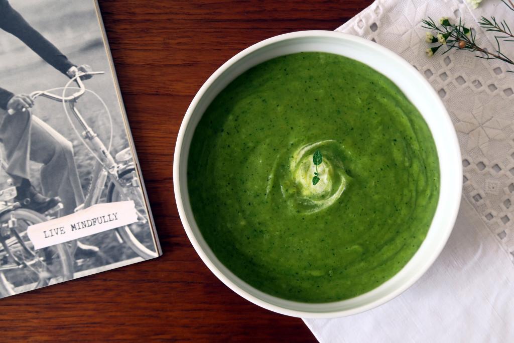Die Kartoffel-Brokkoli-Suppe ist das ideale Abendessen.