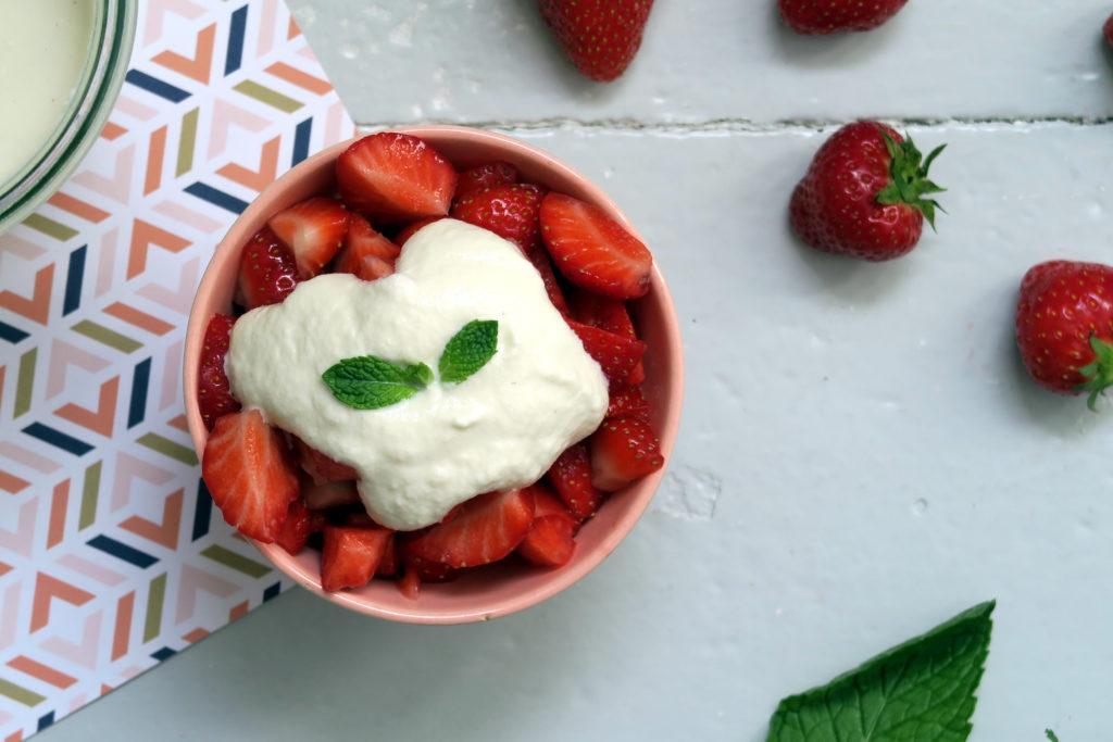 Mandelcreme ist eine schöne vegane Alternative zu Joghurt, Quark und Co.