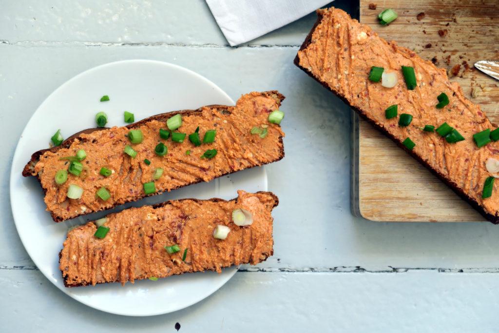 In nur wenigen Minuten zubereitet: Der Tomaten-Schaftskäse-Dip