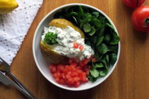 Folienkartoffel mit Kräuterquark - eine ideale Sommermahlzeit