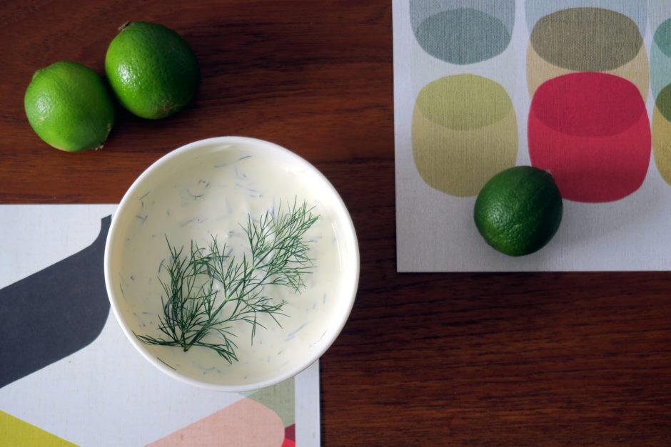 Ihr sucht einen Dip? Probiert den Limetten-Dill-Dip aus!