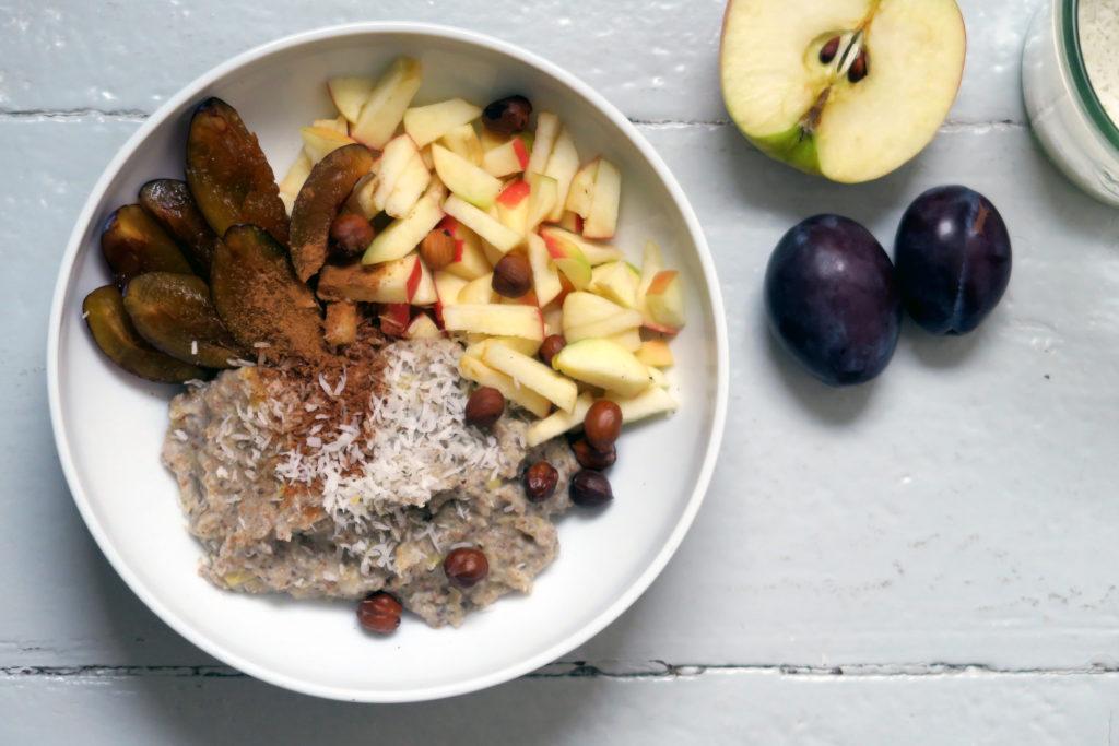 Lust auf Energie? Dann futtert euch durch diesen Buchweizen-Porridge mit Banane und Chia-Samen. ;-)