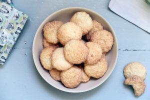 Sie sind süß, saftig, fluffig, lecker und grundsätzlich länger halbar - diese leckeren Kokosmakronen sollten an Weihnachten nicht fehlen.