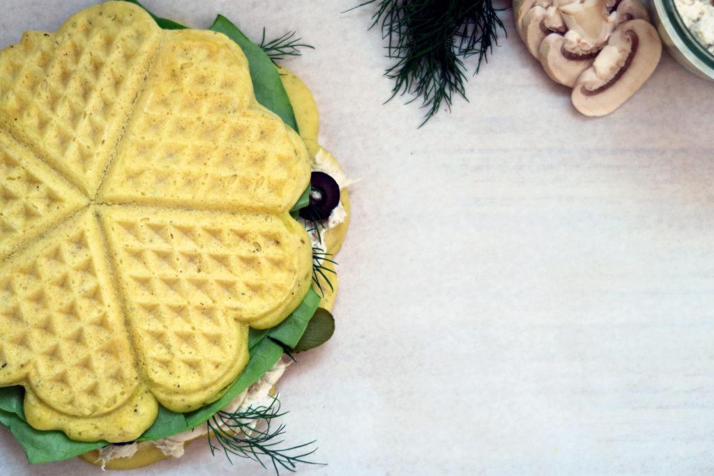 Diese leckeren glutenfreien Maiswaffeln mit Oregano sind eine schöne Abwechslung zur obligatorischen Stulle am Abend.