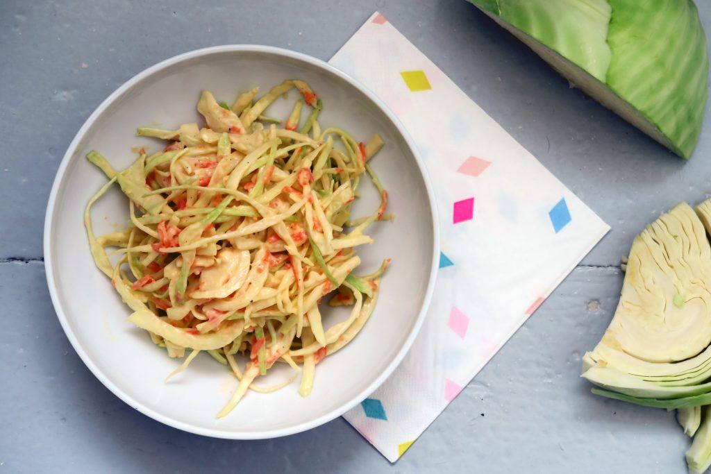 """Mir """"kraut"""" es fast ein wenig davor, ihn euch zu präsentieren. Aber hier haben wir ihn, den wohl fettigsten Salat den ich je zubereitet habe - ein amerikanischer Krautsalat namens Coleslaw. Glutenfrei, ja- Vegan, leider nein."""