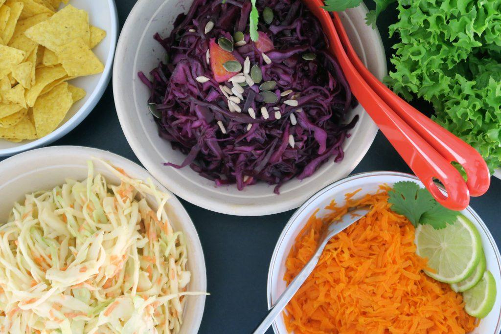 Auch diese Salate durften bei der Pulled Pork Party nicht fehlen. Orangen-Rotkohl-Salat, Coleslaw, Möhrensalat und grüner Blattsalat. Die Rezepte findet ihr ebenfalls auf meinem Blog.