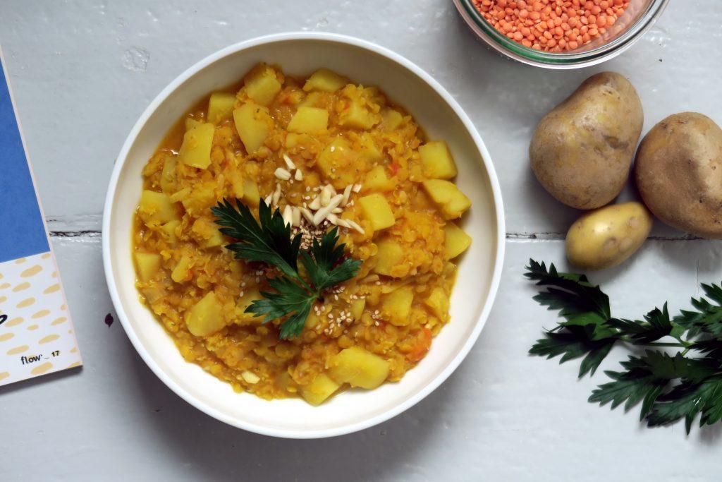 Heute Mittag ist wieder Energietanken angesagt - gelingt mir mit diesem glutenfreien Kartoffel-Linsen-Curry ohne Weiteres. Yummmmy.