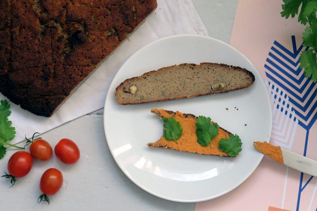 Das glutenfreie und vegane Kohlrabibrot ist für mich derzeit das leckerste Abendbrot, dass ich mir aus meiner Ernte gebacken habe.