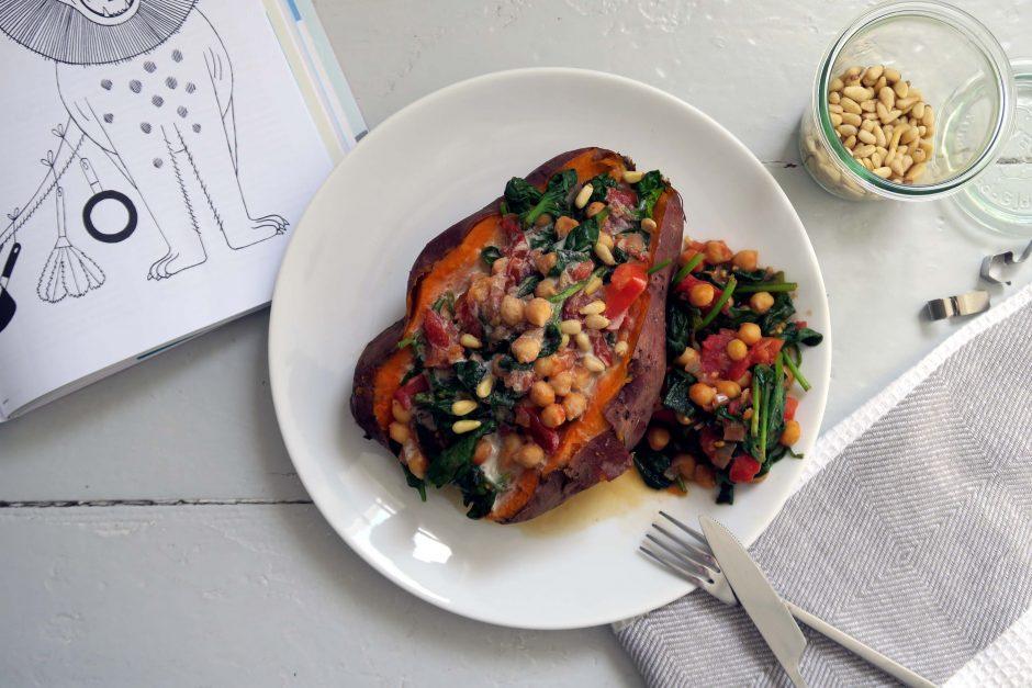 Süßkartoffel mit Spinat, Kichererbse und Tomate - vegan und glutenfrei