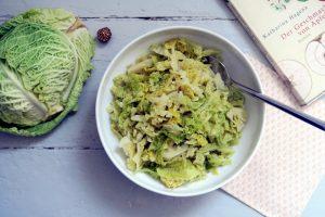 veganer, glutenfreier und keimarmer Rahmwirsing