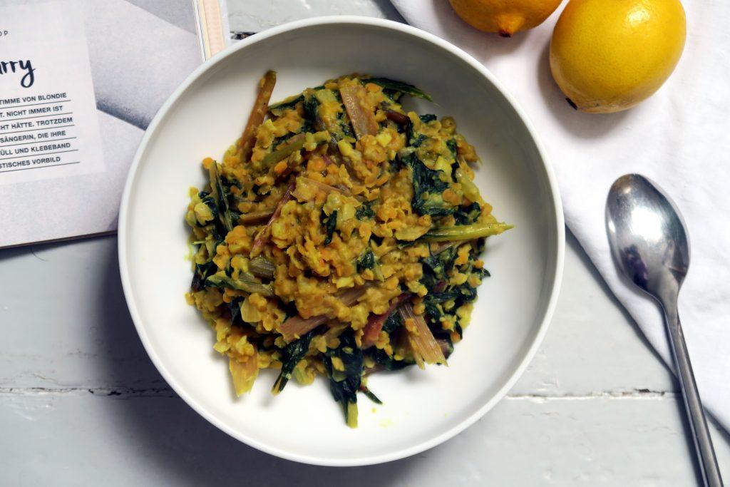 Ein veganes, glutenfreies und gesundes Mangold-Linsen-Curry
